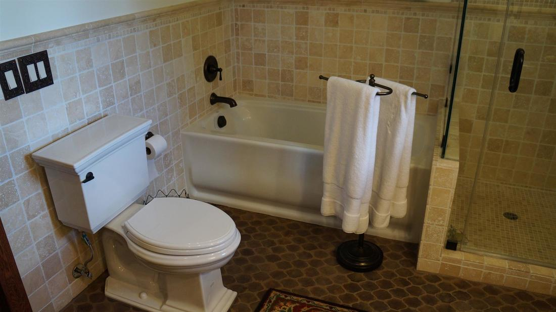 12546 6th Trail, Sylmar, CA 91342 - Master Bathroom (2)