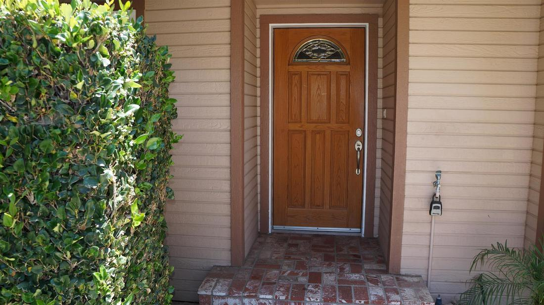 12762 Fenton Avenue, Sylmar, CA 91342 - Entry (2)