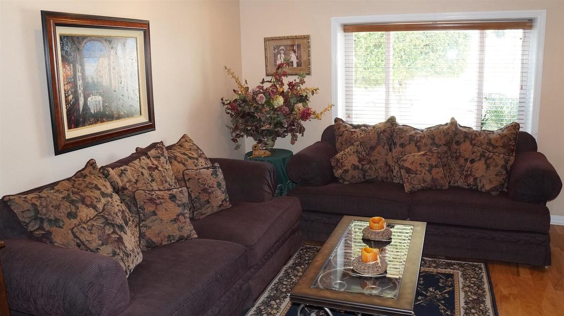 12762 Fenton Avenue, Sylmar, CA 91342 - Living Room (2)