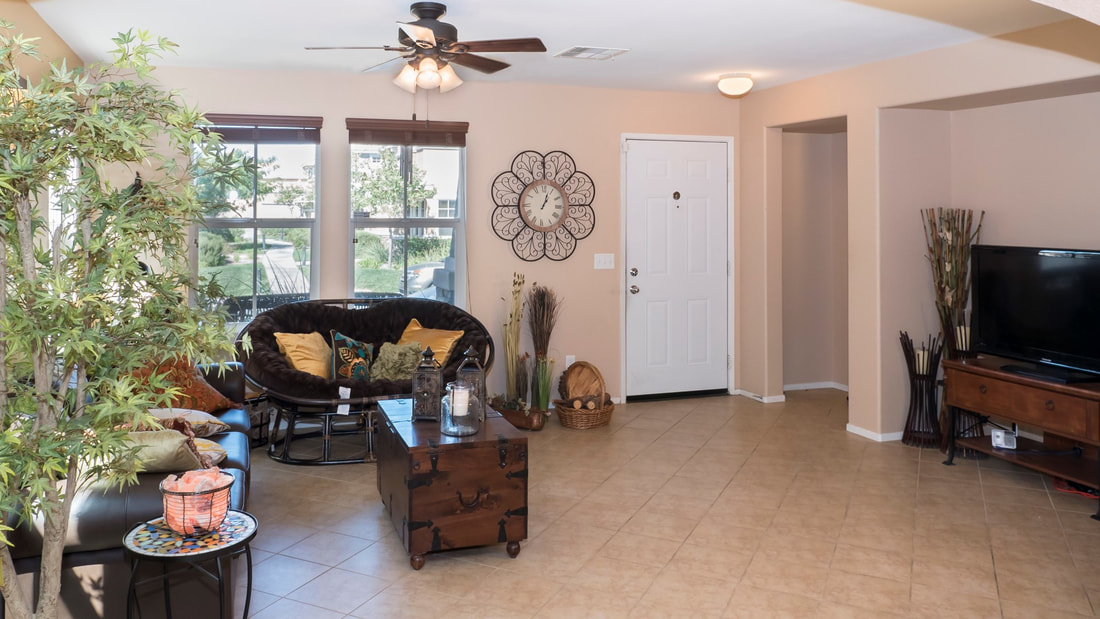 2555 Kenwood Court, Palmdale, CA 93550 - Great Room (4)