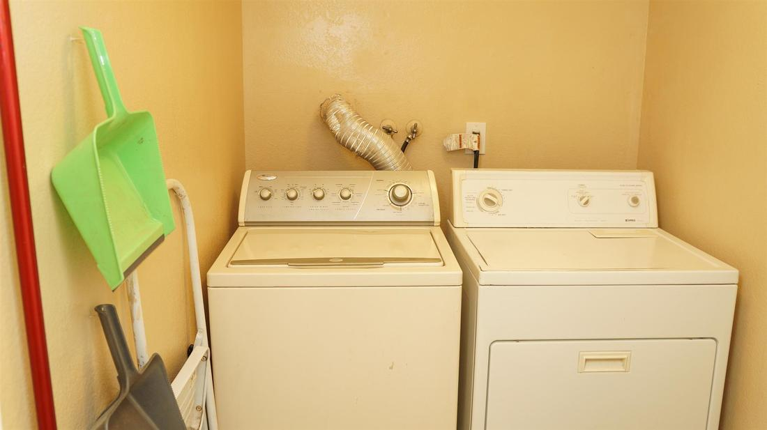38721 Berrycreek Court, Palmdale, CA 93551 - Laundry Room