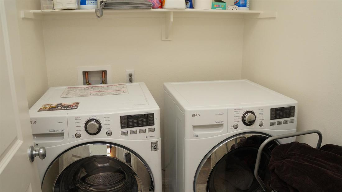 675 Seine River Way, Oxnard, CA 93036 - Laundry Room