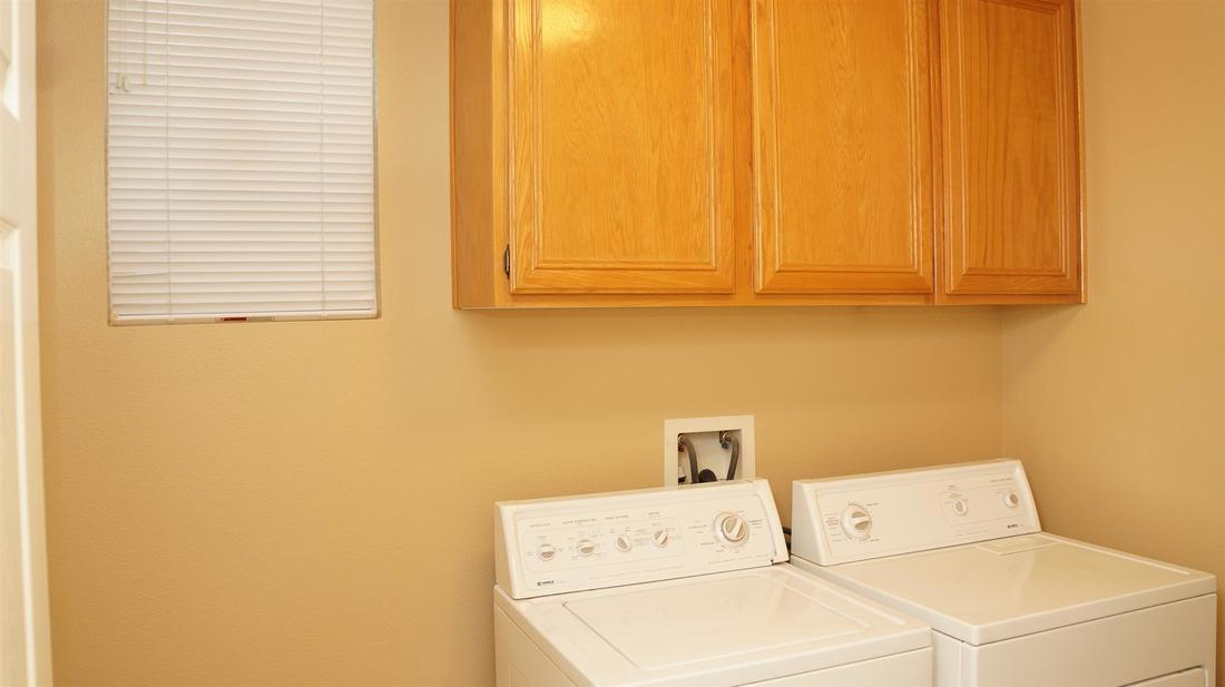 27511 Nike Lane, Canyon Country, CA 91351 - Laundry Room