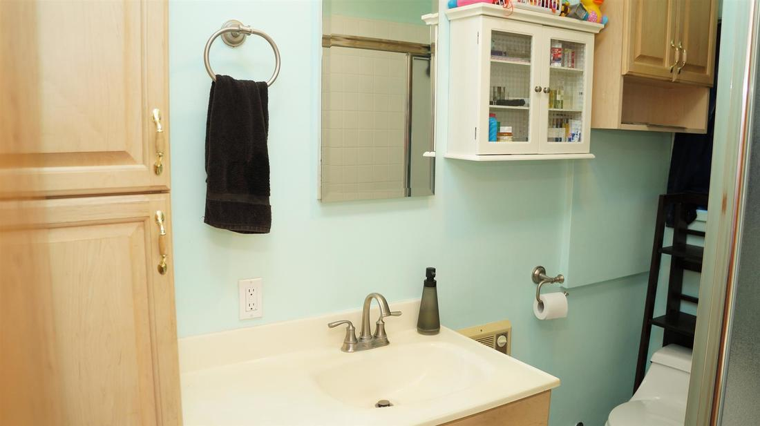 10515 Irma Avenue, Tujunga, CA, 91042 - Bathroom