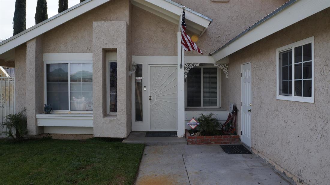 27415 Elder View Drive, Valencia, CA 91354 - Front Entry