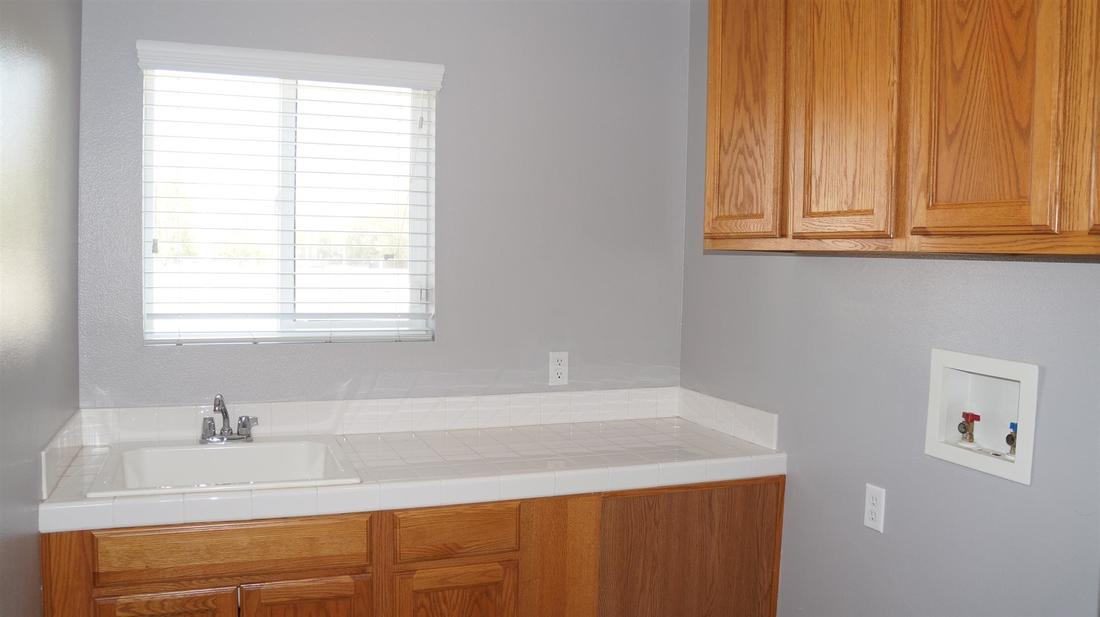 43803 5th Street East, Lancaster, CA 93535 - Laundry Room