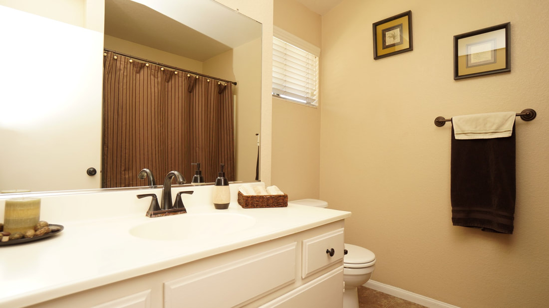 5245 Columbus Place, Oxnard, CA 93033 - Main Bathroom
