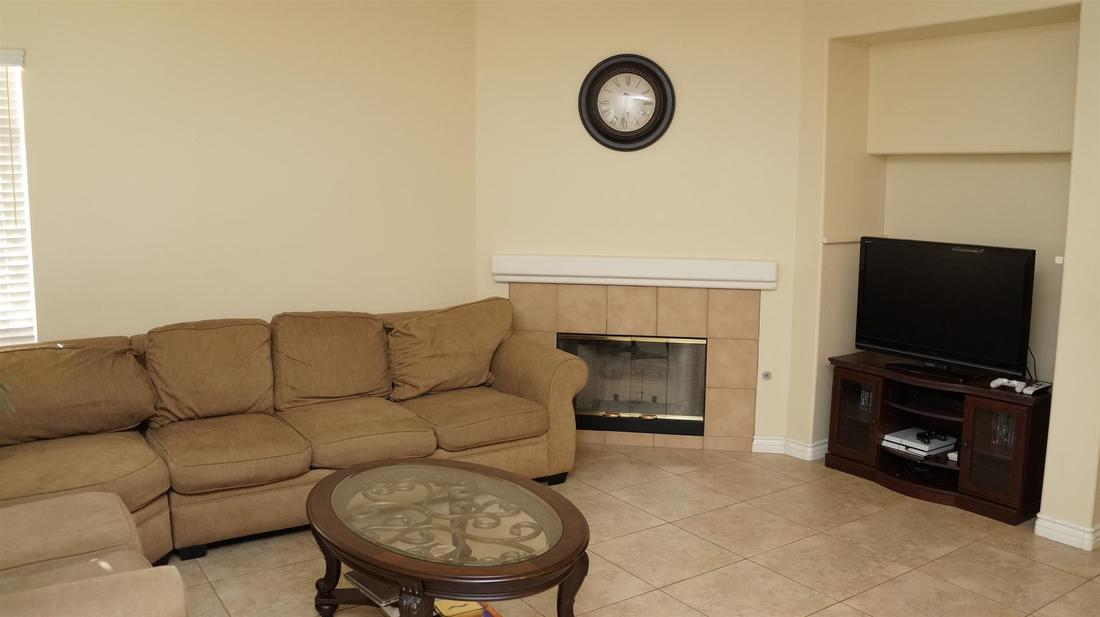 1952 Socorro Way, Oxnard, CA 93030 - Family Room
