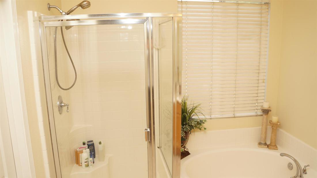 1952 Socorro Way, Oxnard, CA 93030 - Main Bathroom