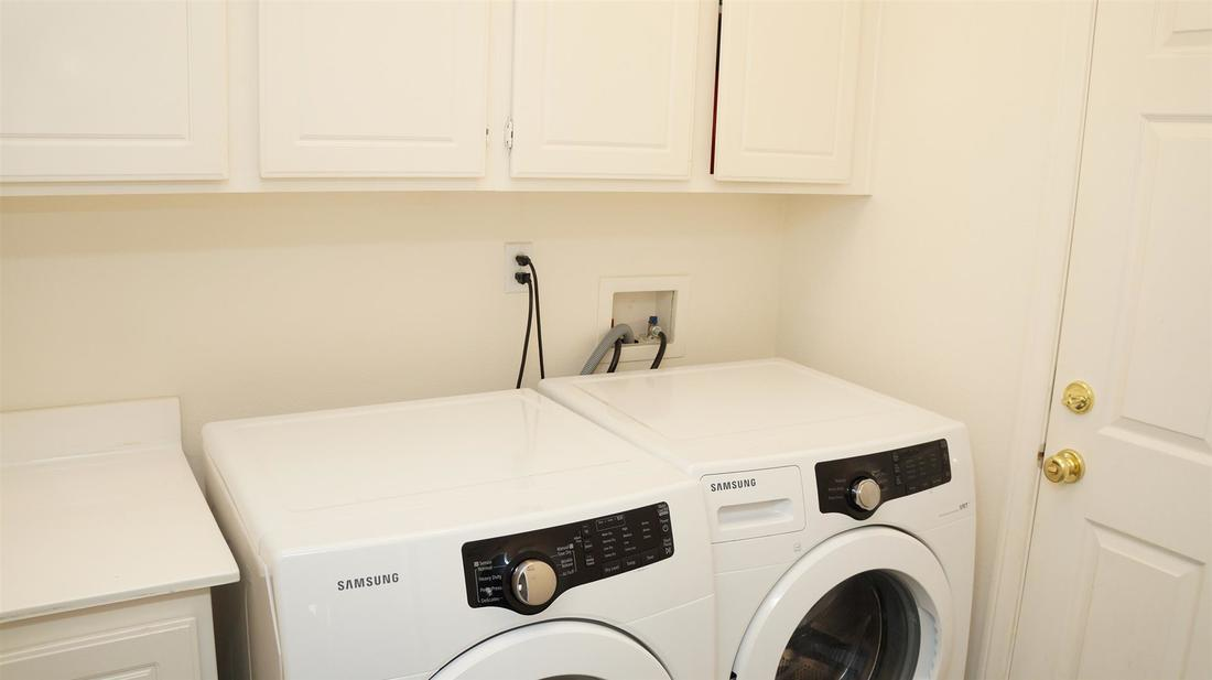 6125 W Ave J-11, Lancaster, CA 93536 - Laundry Room