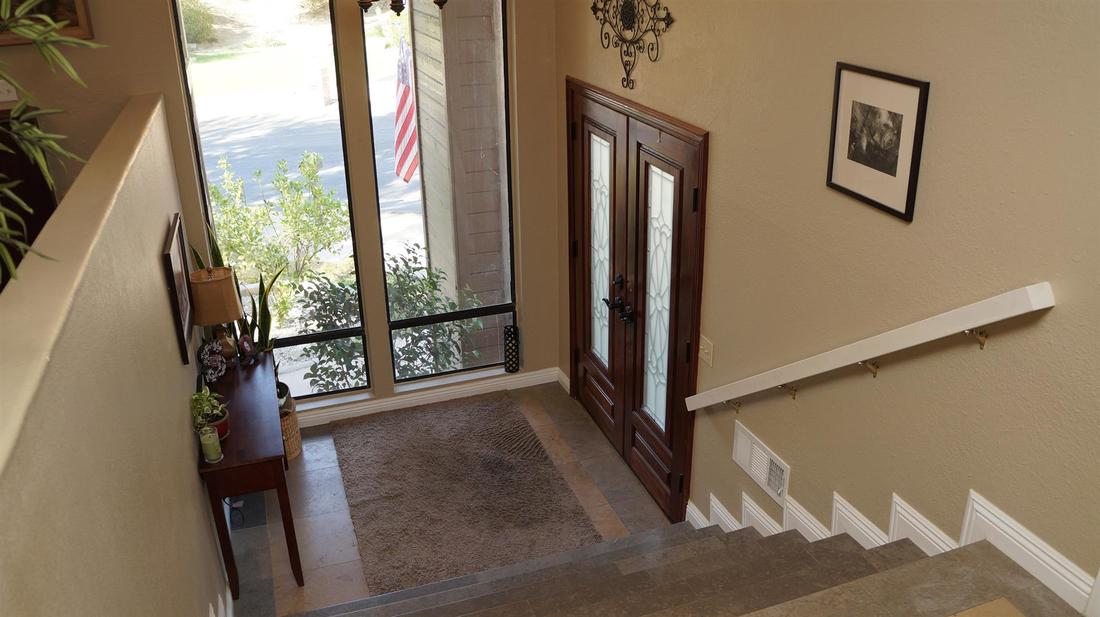 23710 La Salle Canyon Road, Newhall, CA 91321 - Foyer