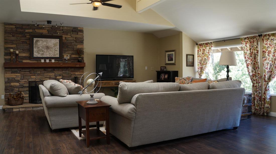23710 La Salle Canyon Road, Newhall, CA 91321 - Family/Living Room