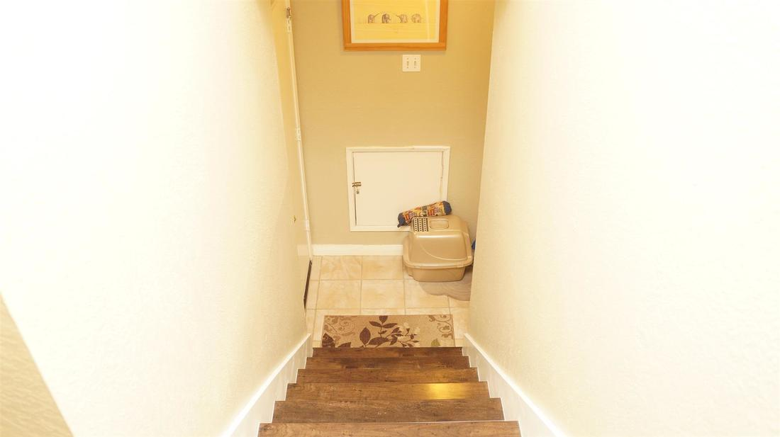 23710 La Salle Canyon Road, Newhall, CA 91321 - Stairway