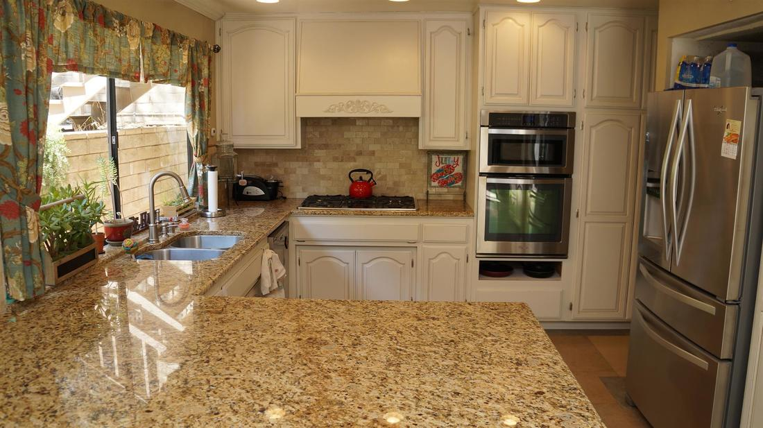 23710 La Salle Canyon Road, Newhall, CA 91321 - Kitchen